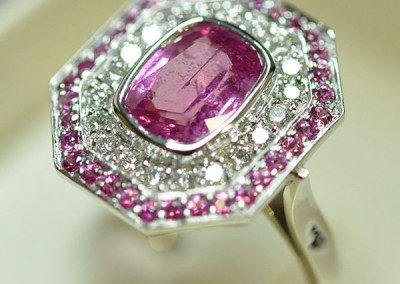 Bague saphir rose diamants entourage saphirs