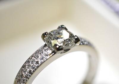 Bague diamants pavage sur or blanc