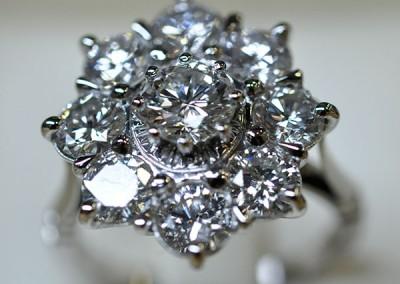 Bague entourage diamants or blanc