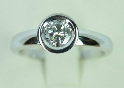 Solitaire diamant avec serti pneu or blanc