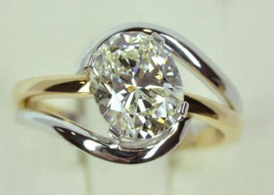 Solitaire d'un diamant coussin