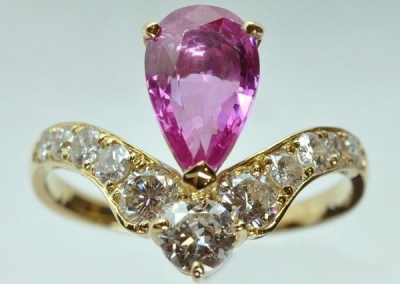Bague saphir rose poire diamants or jaune