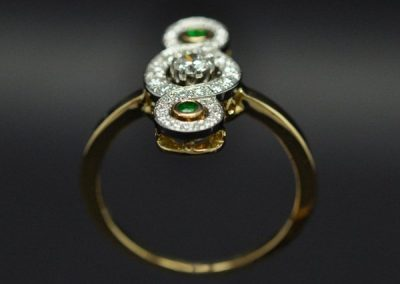 Bague de style ancien. Diamants, grenats tsavorites platine or jaune – 1/2