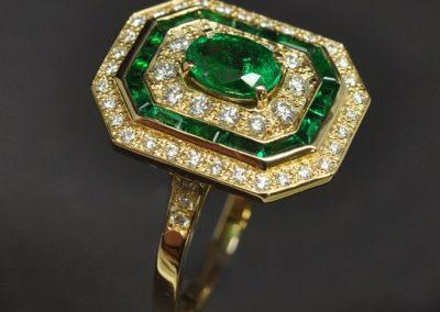 Bague émeraude diamants montée sur or jaune