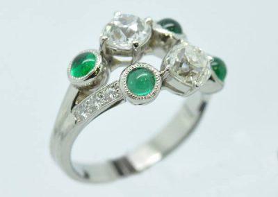 Bague dédoublée  platine diamants émeraudes