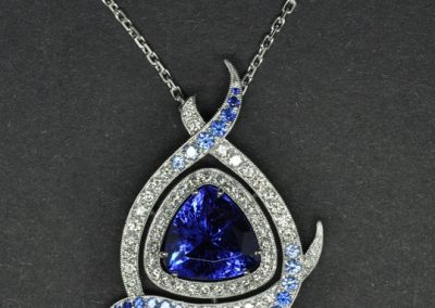Pendentif Diamants saphirs, Tanzanite au centre