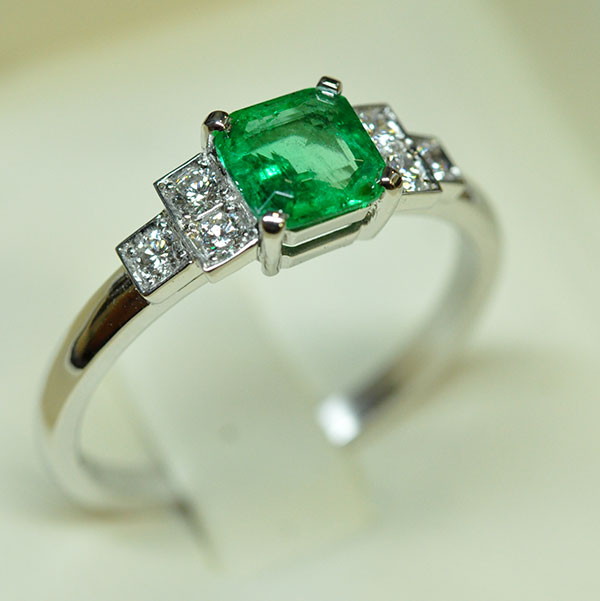 Emerald white gold diamond ring