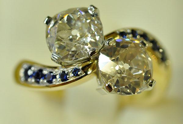 Bague toi & moi diamants saphirs or blanc