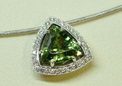 Pendentif grenat démantoïde diamants