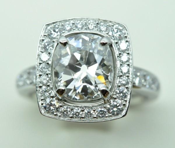 Bague diamant coussin monté sur platine