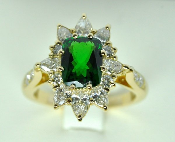 Yellow gold ring, tsavorite garnet in the center and surrounding diamonds
