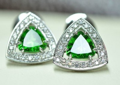 Boucles d'oreilles grenats tsavorites diamants or blanc