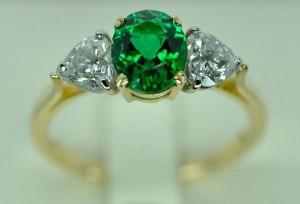 Bague émeraude, diamants. Platine & or jaune