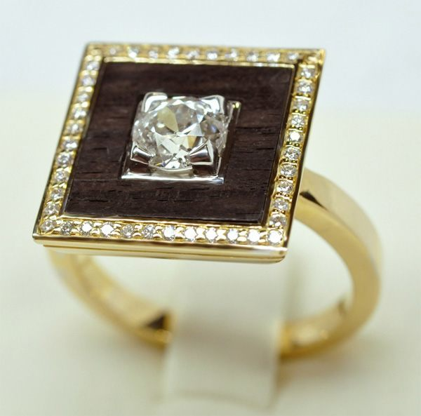Yellow gold diamond ring with white gold kitten, in the center a cutout in ebony