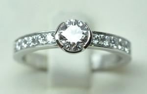Solitaire platine diamants