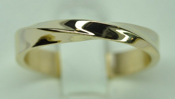 Yellow gold Môbius ring