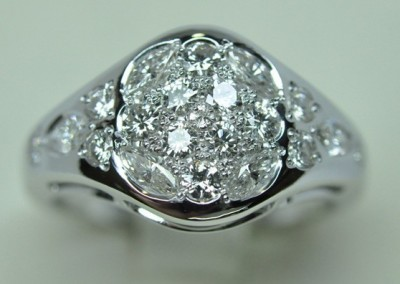 bague pavage diamants. Diamants navettes et ronds sur or blanc