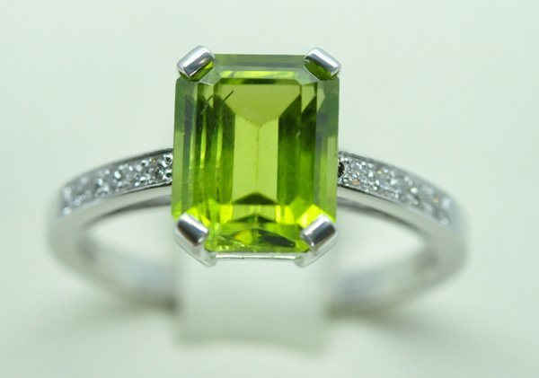 Peridot ring white gold diamonds