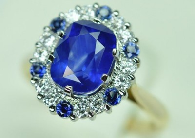 Bague saphir bleu royale & diamants, platine or jaune