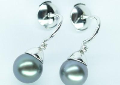 Boucles d'oreilles perles de Tahiti, or blanc et diamants