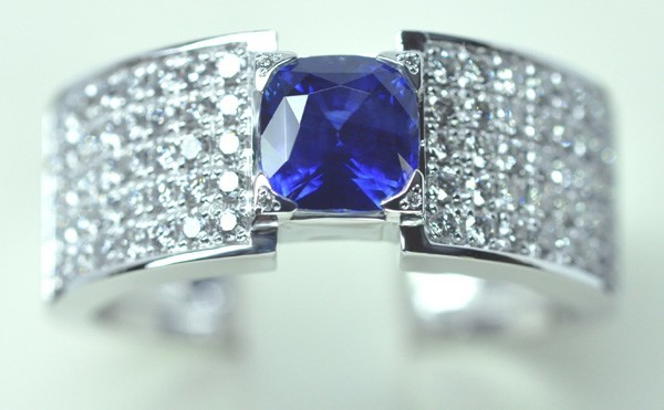 Sapphire cushion ring, diamonds, mounted on white gold