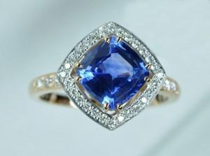 Bague saphir coussin diamants