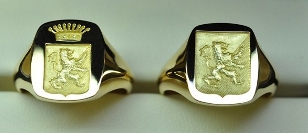 Signet ring engraved in our workshop