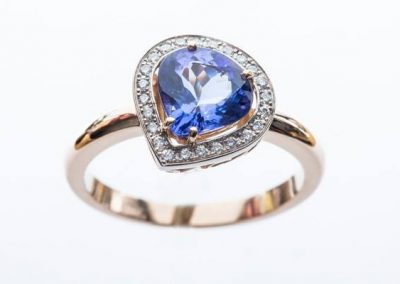 Bague tanzanite poire, or blanc diamants or rose