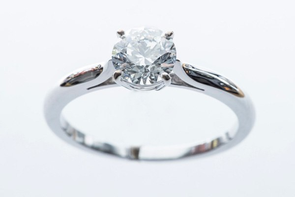 Solitaire white gold diamond