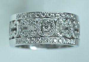 bague motifs diamants