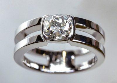 Solitaire double anneau serti demi clos