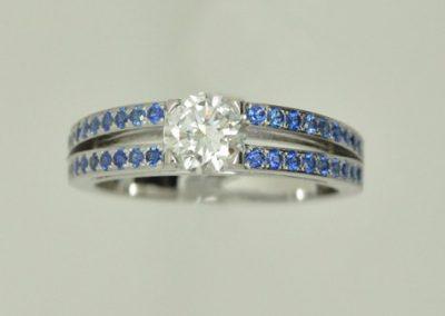 Bague double anneaux diamants saphirs or blanc