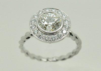 Bague or blanc diamants, anneau torsadé 2/2