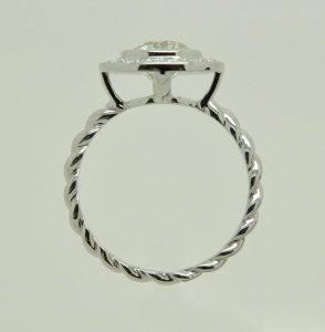 Bague or blanc diamants, anneau torsadé