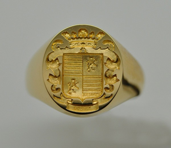 Yellow gold armorie signet ring