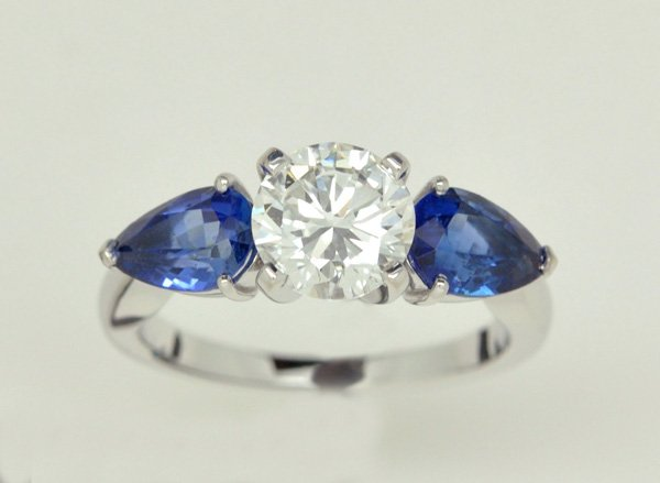 Solitaire accompanied white gold sapphires pears