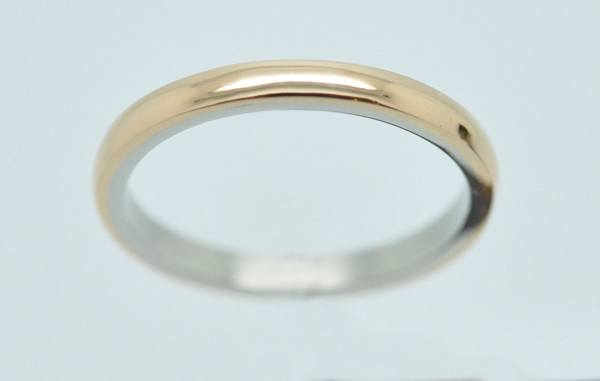 Exterior rose gold wedding ring, interior platinum
