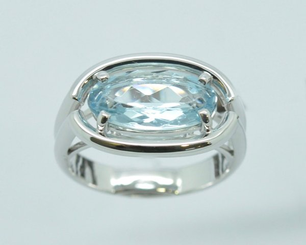 Oval aquamarine ring mounted on white gold