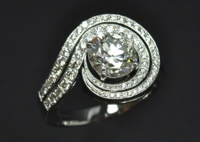 Bague double tourbillon diamants or blanc