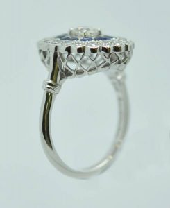 Bague entourage saphirs diamants