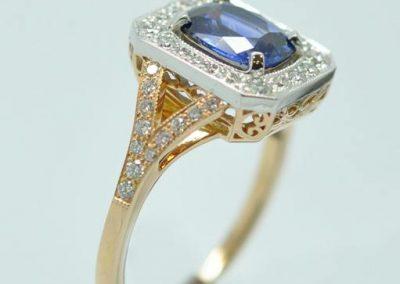 Bague or rose or blanc saphir diamants avec panier découpé motifs Maori