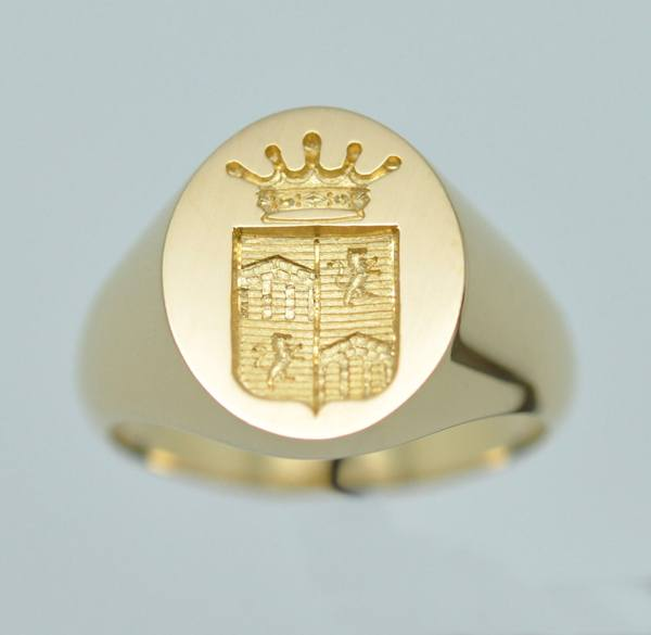 Yellow gold men's signet ring