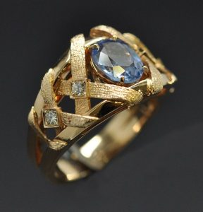 bague tissus saphir or jaune diamants