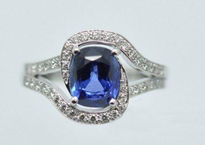 Bague « protège moi » saphir diamants.
