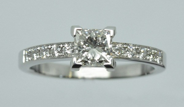 Solitaire princess diamond accompanied
