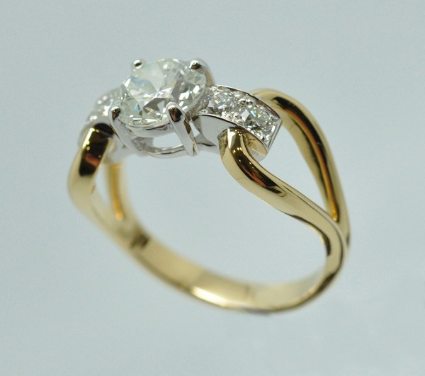 """Buckle Ring, yellow gold and white gold frame """"palladié"""""""