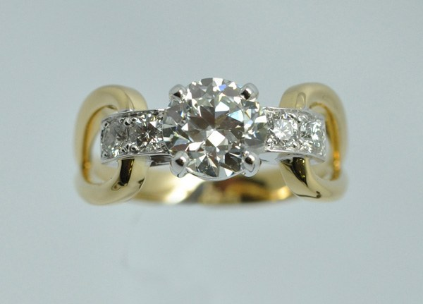 "Buckle Ring, yellow gold and white gold frame ""palladié"""