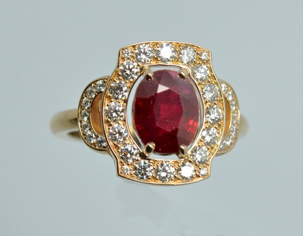 Bague rubis diamants. Monture or rose.