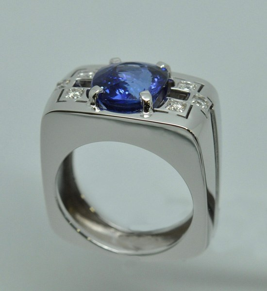 Bague Tanzanite coussin & diamants.