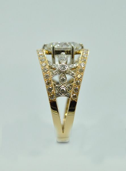 Diamonds mounted on yellow gold and white gold